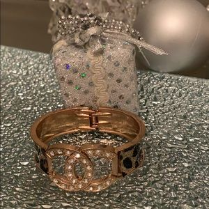 Fashion crystal bangle